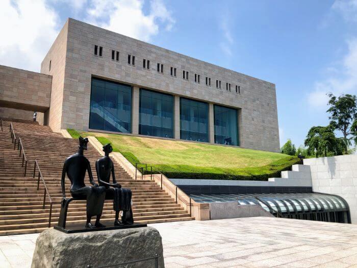 MOA美術館のでっかい建物