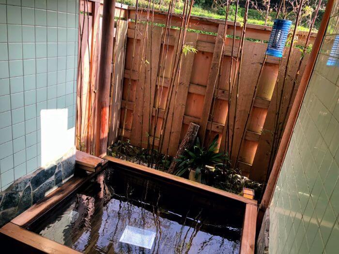 やすらぎペンション紙風船のひのき風呂